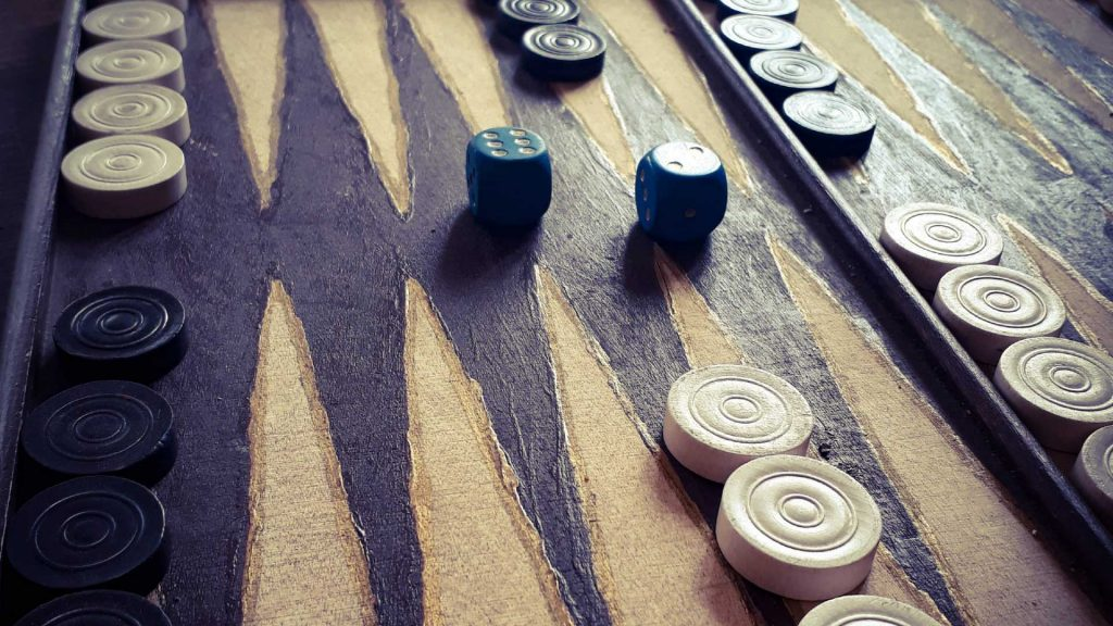 Jugendfreizeiteinrichtung CHiP 77 - Brettspiel, Gesellschaftsspiel aus Holz - Dame und Back-Gammon